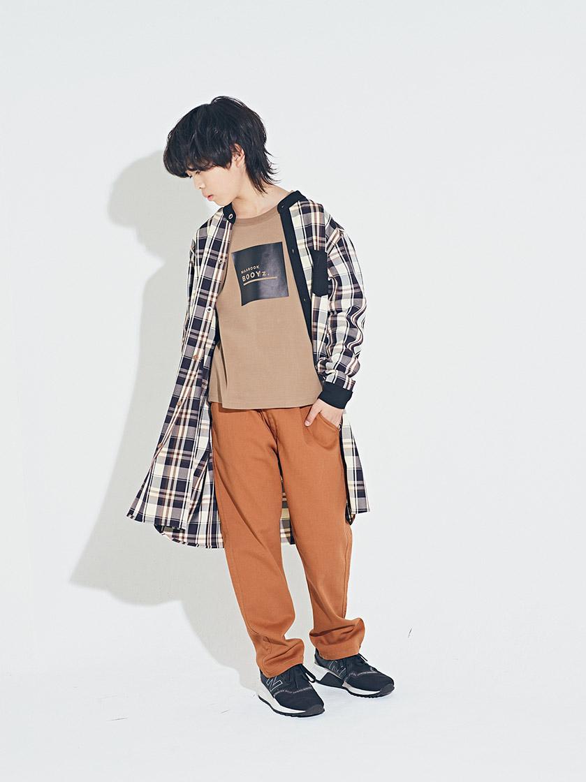 ダークチェックロングシャツ¥5,900/6,900 スムースロゴTシャツ¥2,700/2,900  ハイストレッチパンツ¥3,600/3,900