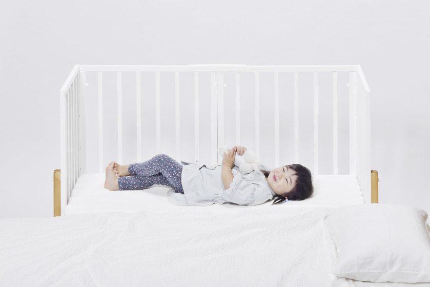 添い寝ができるベビーベッド「そいねーるIII」新発売! 子どもを手の届く距離で見守れる