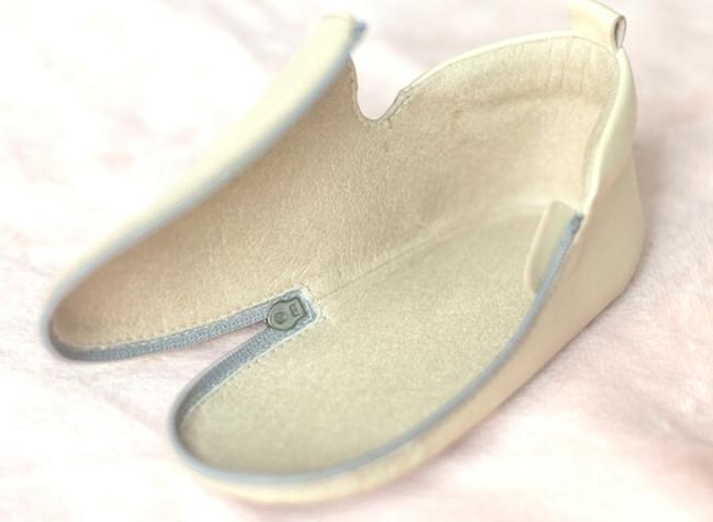 """赤ちゃんの""""足の成長""""が見守れる… パカっと開いて履かせやすいベビーシューズ「Bukubeebaby」が登場"""