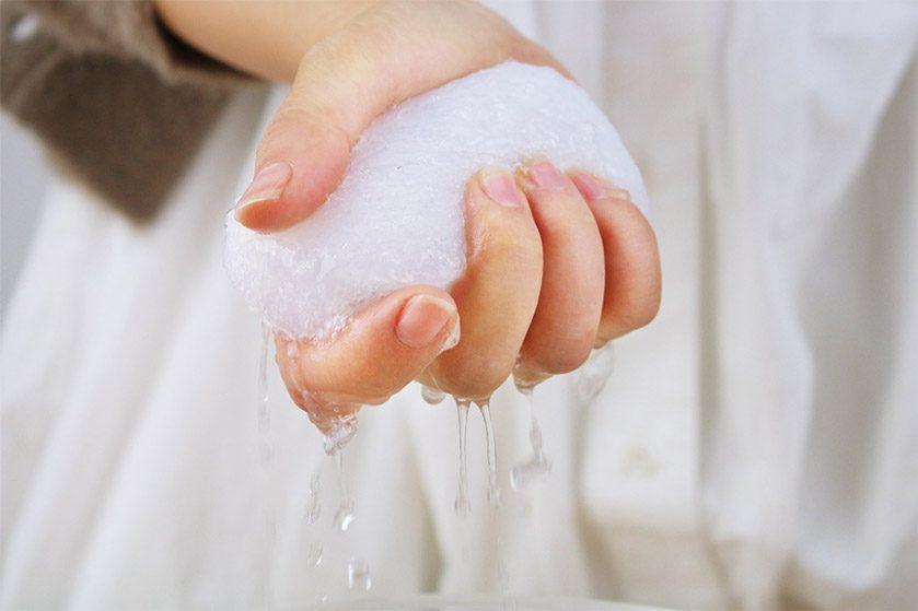 ママに人気の生活雑貨ブランド「&NE アンドエヌイー」 赤ちゃんの敏感肌にも石鹸なしで洗えて安心! お肌にも地球にもやさしいスポンジ『こんにゃくスポンジ つやの玉』新登場
