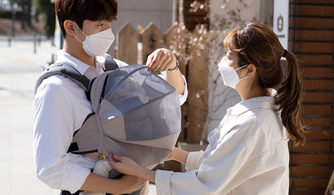 マスクをできない赤ちゃんを守る!抱っこ紐に取りつけるだけ。 吸水性&通気性抜群でお肌にも優しい日よけシールド