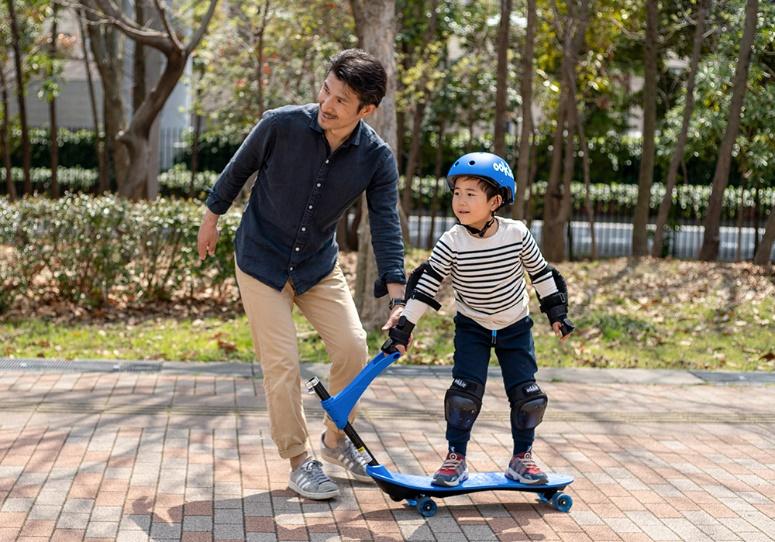スケボーブームで人気上昇!2歳のお子さまからチャレンジできる スケートボード『Ookkie(オーキー)』