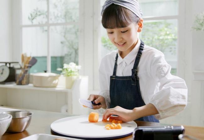 料理家 栗原心平の『ごちそうさまクッキングスクール』 子供向けオンライン料理塾開講!