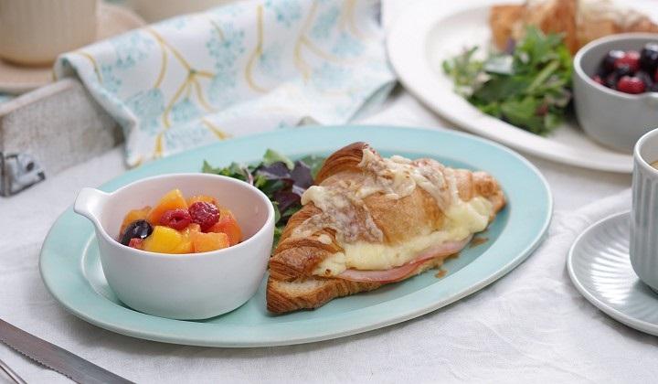 朝食にクロワッサン・オ・ジャンボン・フロマージュ